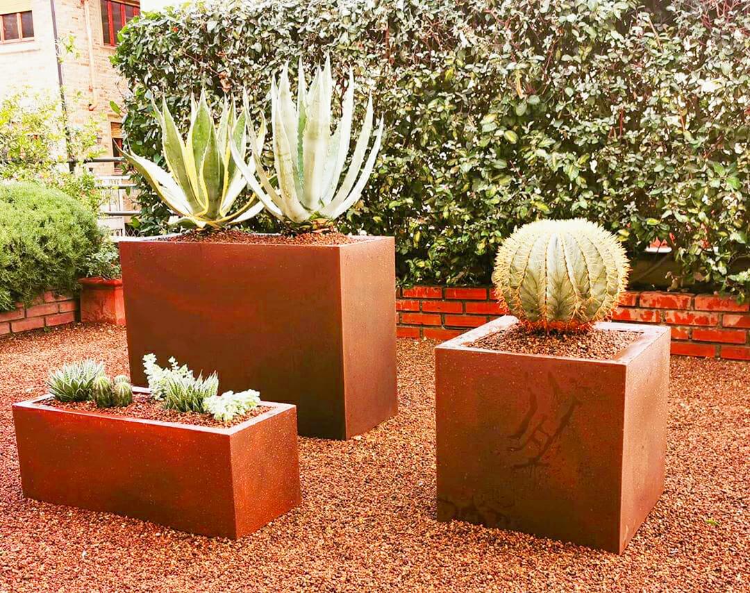 I Giardini di Lapo si occupa di fornitura piante e fiori a Firenze e zone limitrofe, sia da interno che da esterno. Consegna a domicilio.